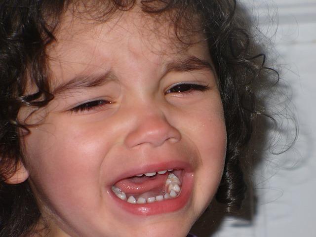 子供に怒鳴るのをやめたい 泣いている子供
