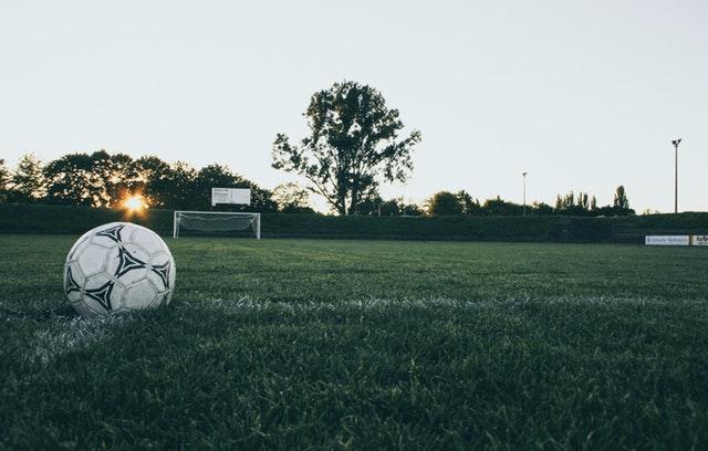 サッカーボール&サッカー場の風景