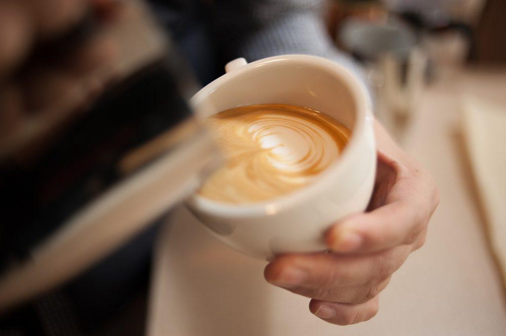 テレワークでコーヒーを飲む余裕も
