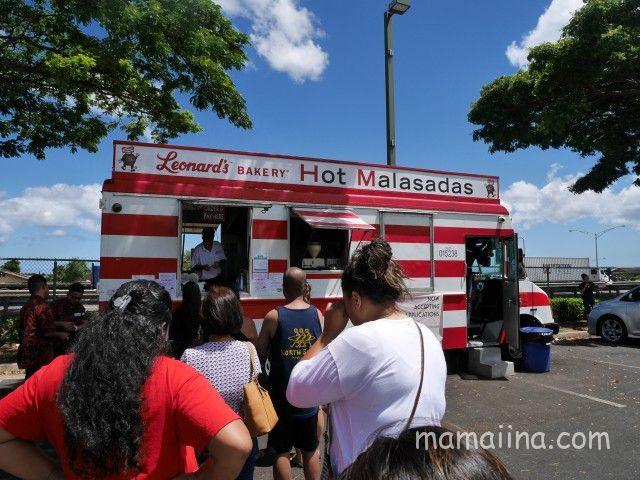 ハワイのワイケレセンター 駐車場 レナーズ・ベーカリー マラサダ