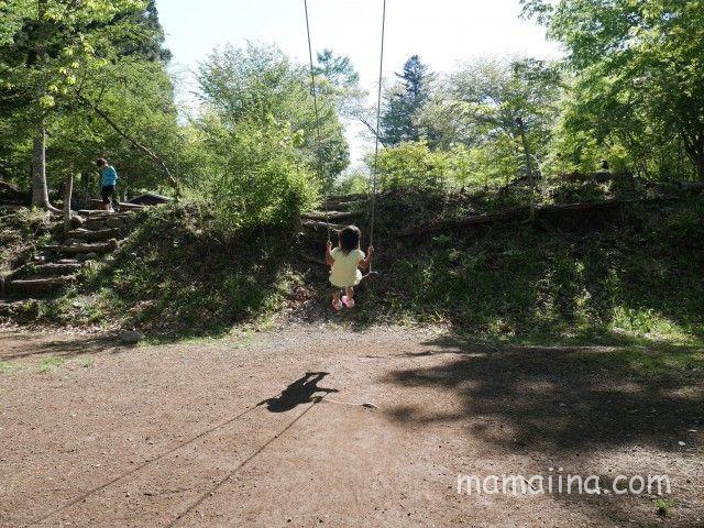 道志の「センタービレッジキャンプ場」 ブランコ