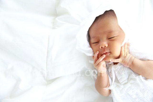 結婚記念日毎年集める家族写真 新生児