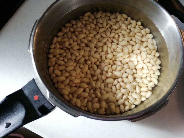 いきいきペールで味噌作り 大豆を浸水